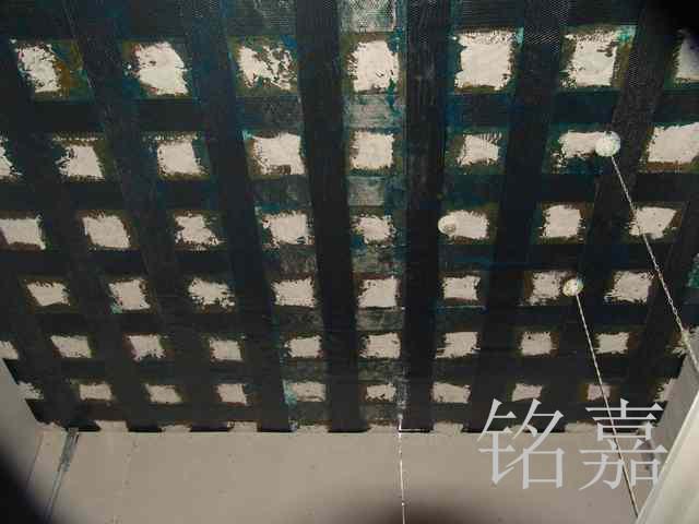 板底粘贴碳布工程