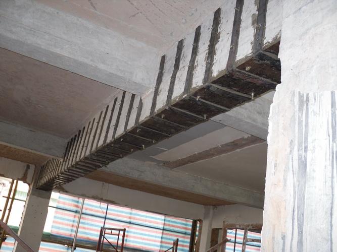 梁底粘钢板工程